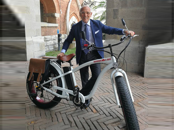 La grande bicicletta del vicesindaco