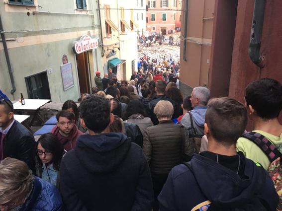 L'omaggio dei genovesi a Boccadasse