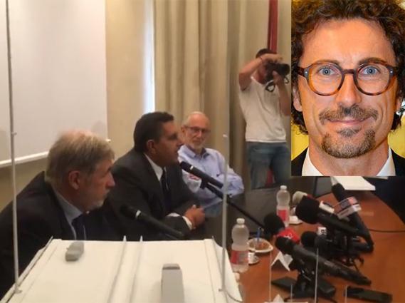 La conferenza stampa senza l'oste