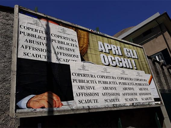 A Genova oscurato Berlusconi