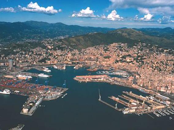 Migranti, navi Ong nel porto di Genova