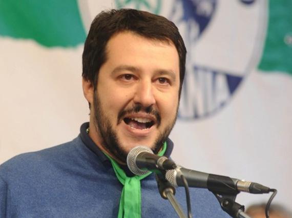 Salvini chiede il parere agli italiani
